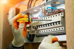תיקון לוח חשמל - תמרי חשמל