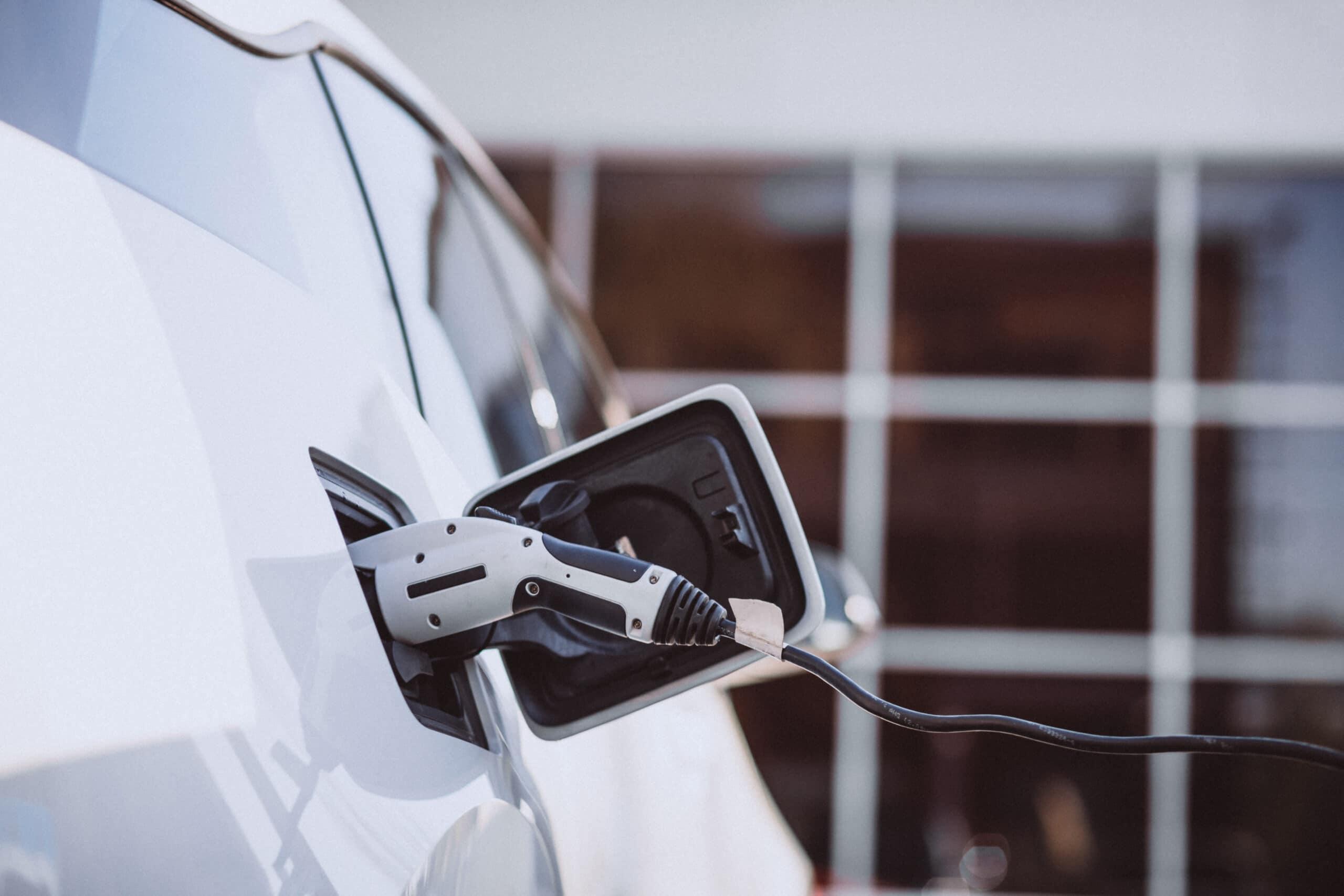 עמדת טעינה לרכב חשמלי - תמרי חשמל